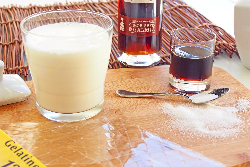 Panna cotta de licor café - Paso 1