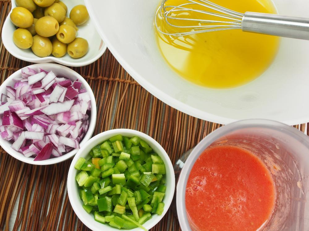 Ensalada de pasta con pipirrana y ventresca - Paso 3