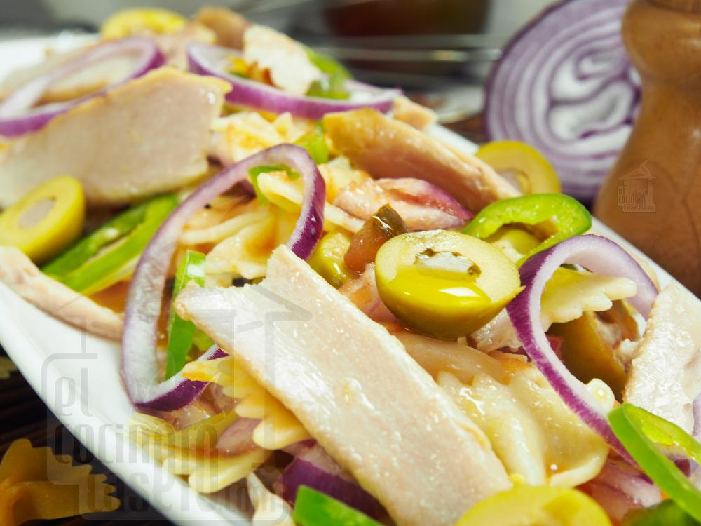 Ensalada de pasta con pipirrana y ventresca - Paso 5