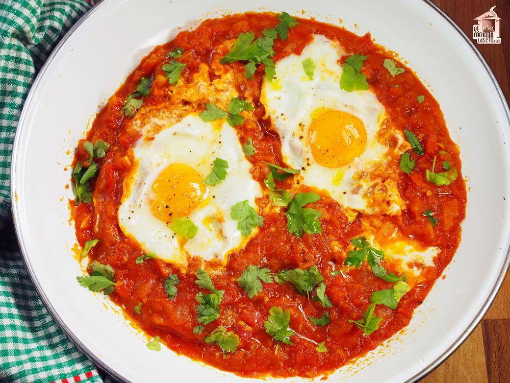 Shakshuka ó Huevos cuajados en salsa de tomate