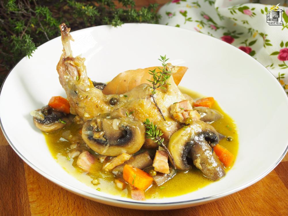 Conejo en salsa de mostaza