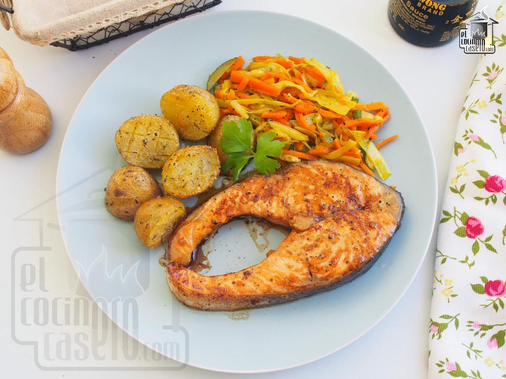 Salmón al horno con patatas asadas