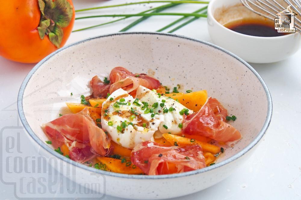 Ensalada de caqui persimon, mozzarella y jamón serrano