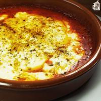 Cazuela de tetilla al horno con tomate y orégano