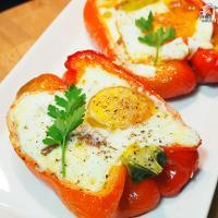 Pimientos rellenos con queso y huevo