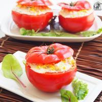 Tomates rellenos de atún y mayonesa