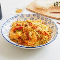 Noodles de arroz fritos con curry y gambas