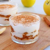 Mousse de requesón con manzana caramelizada