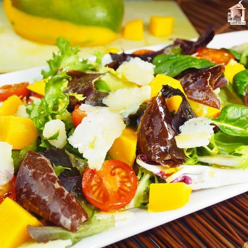 Ensalada de mango y cecina
