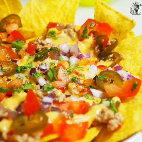 Nachos con queso y carne
