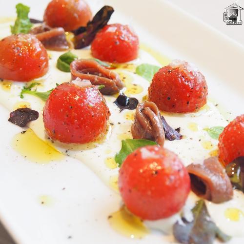 Tomatitos con crema de queso y anchoas