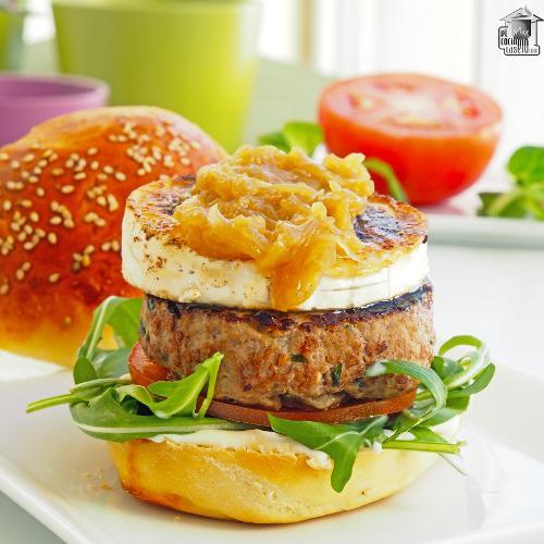 Hamburguesa con queso de cabra y cebolla caramelizada