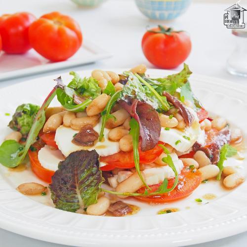 Ensalada de alubias con queso y anchoas