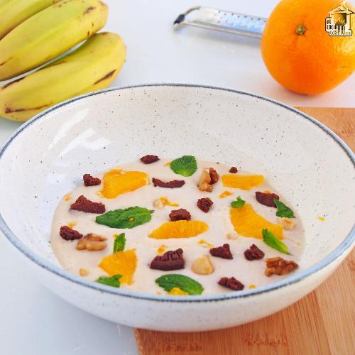 Crema de plátano, galletas de chocolate y naranja