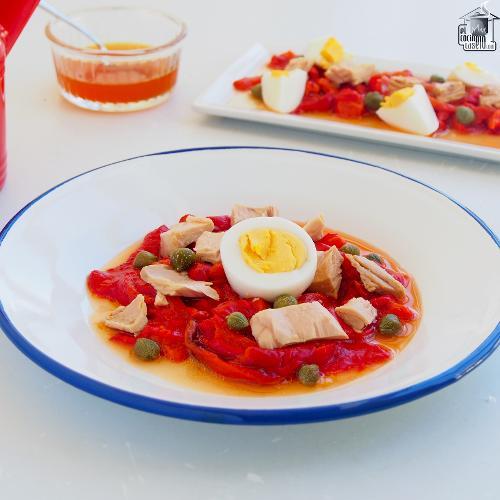 Ensalada de pimientos asados y atún
