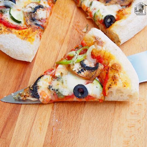 Pizza vegetal con queso azul